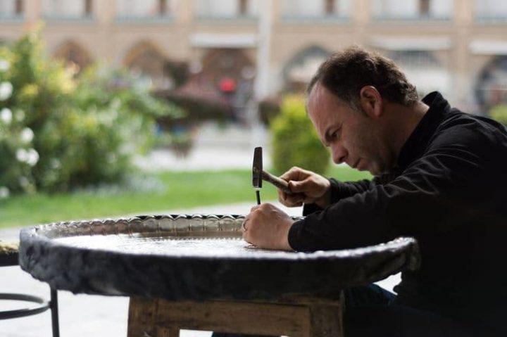 هنرمندان اصفهانی، صنایع دستی شگفت انگیزی را خلق می کنند.